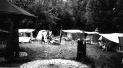 Zeltlager mit eigenen Hauszelten