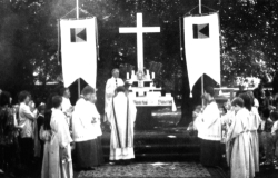 Unser Fronleichnamaltar mit Pfarrer Tiburtius Wilms