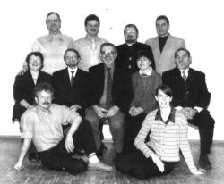 Der Vorstand im Jubiläumsjahr: (stehend von links) Paul Fellner, Jürgen Worgull, Bodo Schlosser, Marek Szperne (sitzend von links) Marion Dawidowski, Matthias Köhler, Hans-Joachim Fischer, Waltraud Flügel, Wolfgang Aumüller (auf dem Boden) Thomas Ritz, Melanie Gundlach